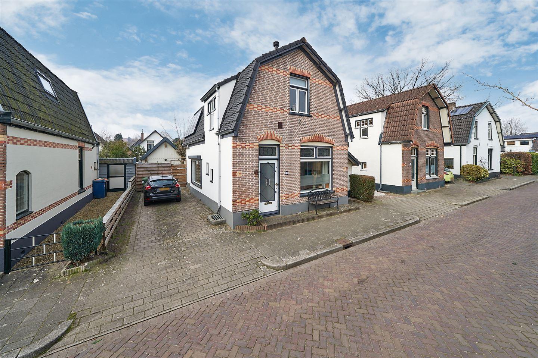 Bekijk foto 1 van Bartelsweg 17