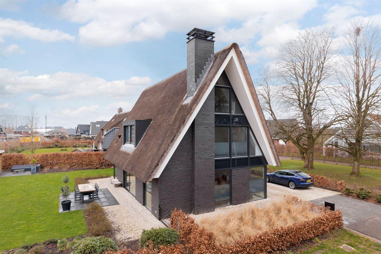 View photo 2 of Van Isendoornlaan 179