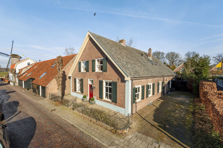 Bekijk foto 1 van Burgemeester van den Boschstraat 69