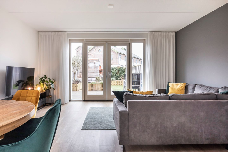Bekijk foto 2 van Esmeraldstraat 23