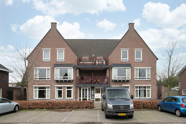Bekijk foto 2 van Burgemeester Magneestraat 28 D