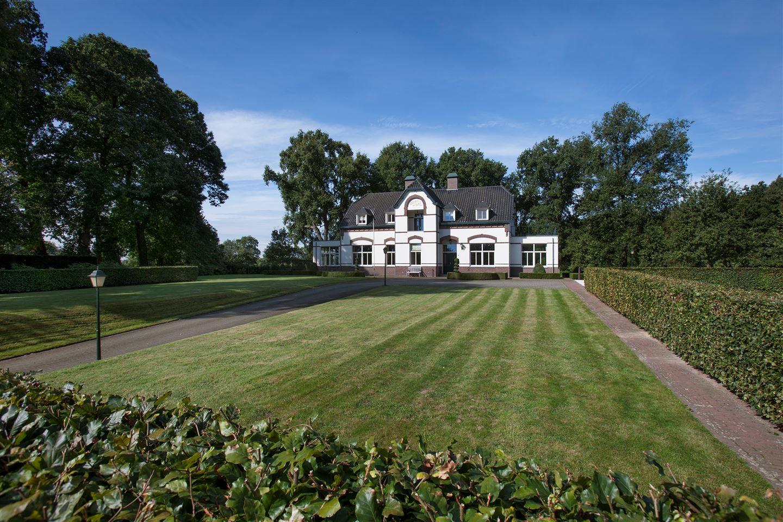 Bekijk foto 2 van Sint Servaasweg 42 -42a