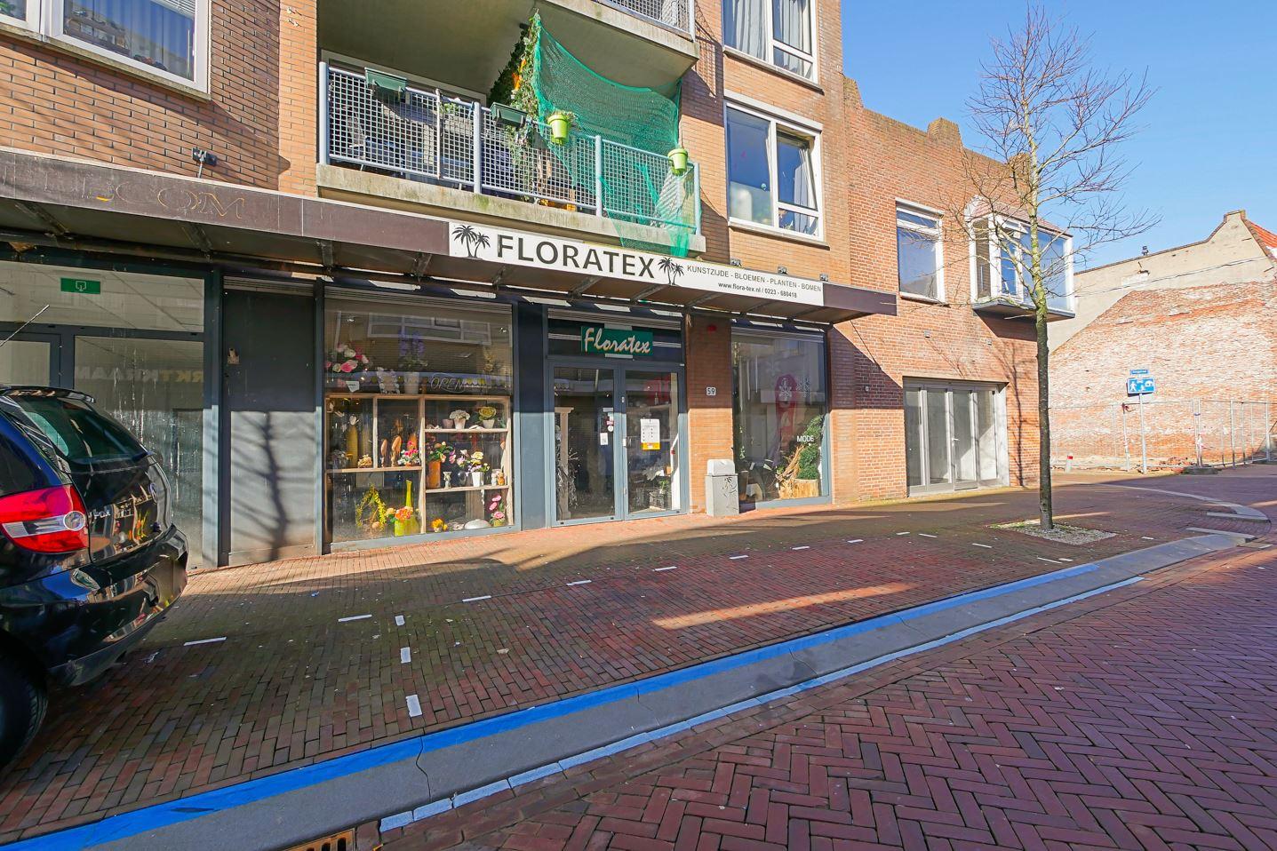 Bekijk foto 2 van Spoorstraat 59