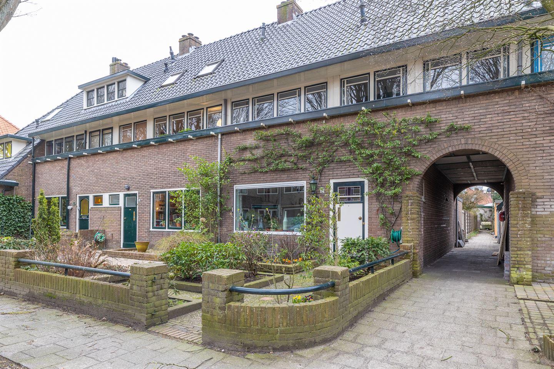 Bekijk foto 2 van De Bazelstraat 12