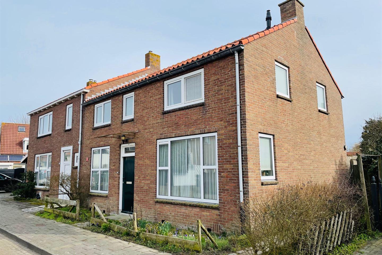 View photo 1 of Beatrixstraat 8
