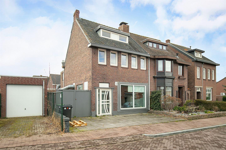 Bekijk foto 2 van Coelgroevenstraat 7