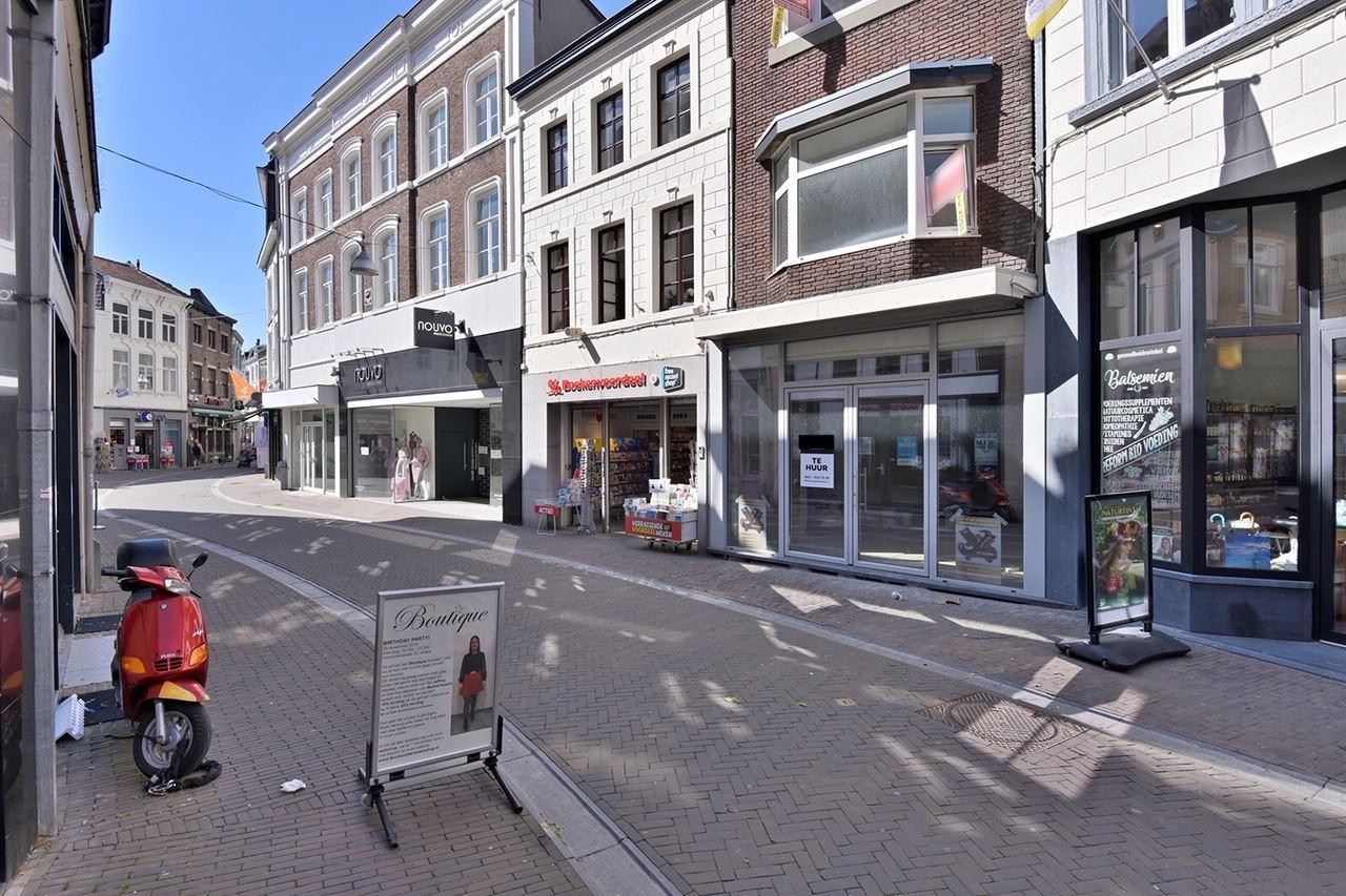 Bekijk foto 3 van Limbrichterstraat 11