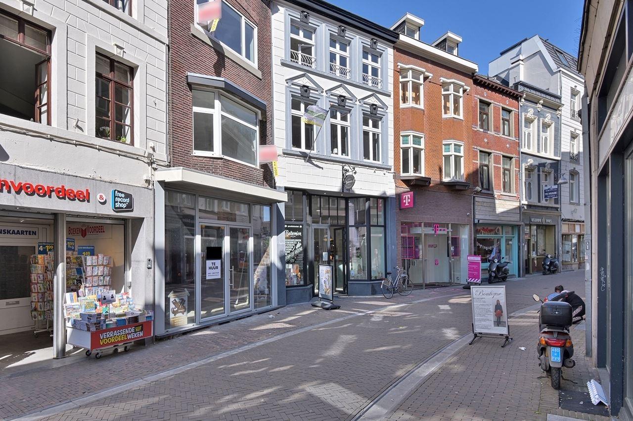 Bekijk foto 2 van Limbrichterstraat 11
