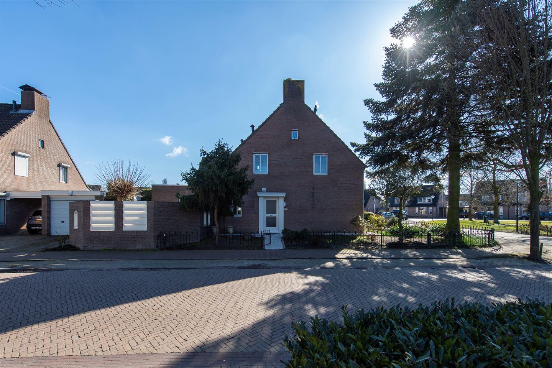 Bekijk foto 2 van Burg. Van den Oeverstraat 30