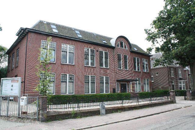 Bekijk foto 2 van Prof. Röntgenstraat 8