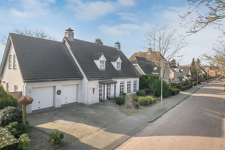 View photo 1 of Esdoornlaan 36
