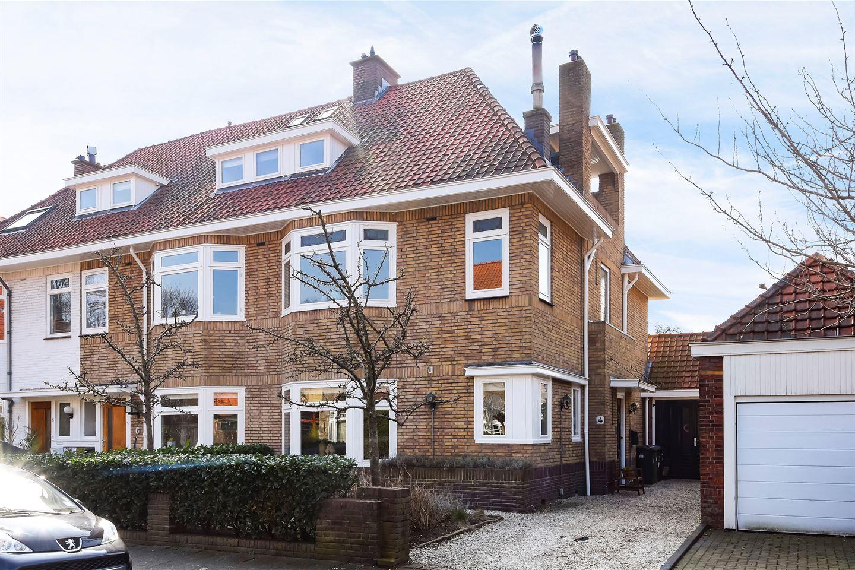View photo 2 of Den Burghstraat 4