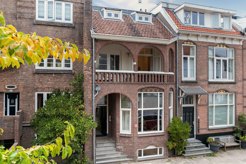 Bekijk foto 1 van Admiraal van Gentstraat 39
