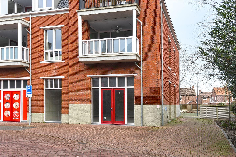 Bekijk foto 2 van Pastoor Vullinghsplein 44