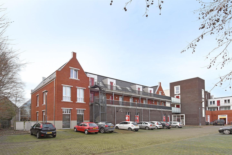 Bekijk foto 3 van Pastoor Vullinghsplein 44