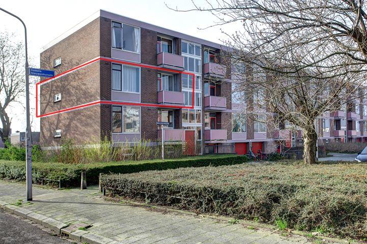 Domela Nieuwenhuisstraat 3
