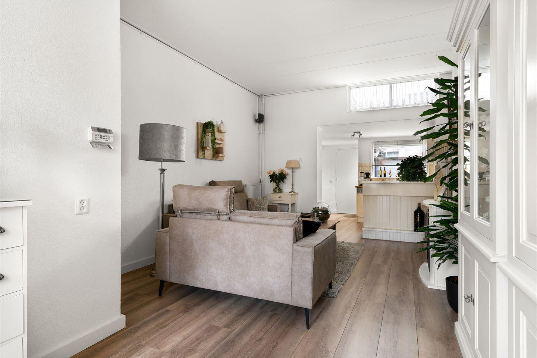 View photo 4 of Julianastraat 69