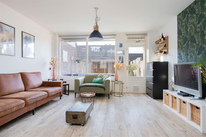 Bekijk foto 2 van Pieter de Hooghstraat 142