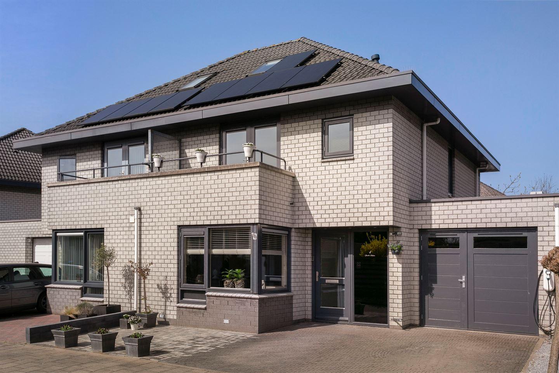 Bekijk foto 1 van Hoensbroekstraat 4