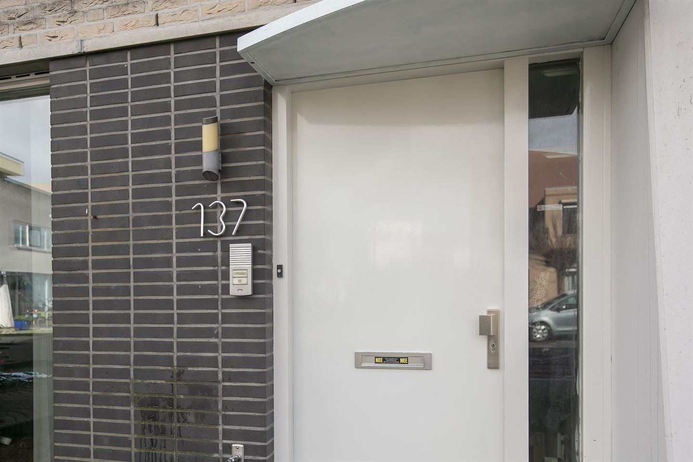 Bekijk foto 5 van Naardenstraat 137