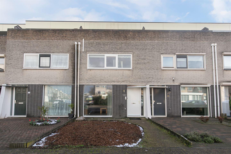 Bekijk foto 1 van Naardenstraat 137