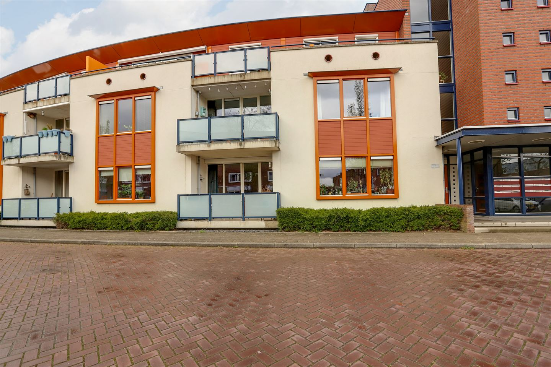 View photo 2 of Iepstraat 64