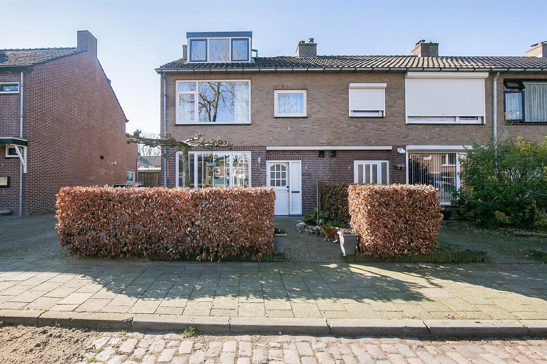 View photo 1 of Robijnstraat 15
