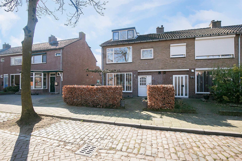 View photo 4 of Robijnstraat 15