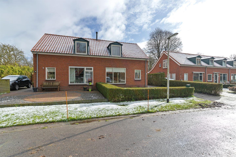 View photo 3 of Middenstraat 4