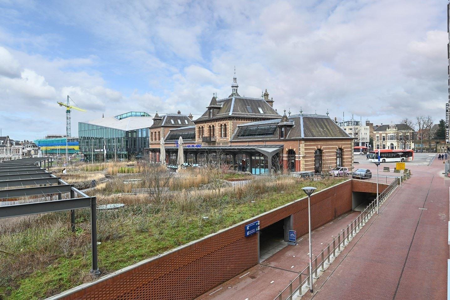Bekijk foto 3 van Stationsplein