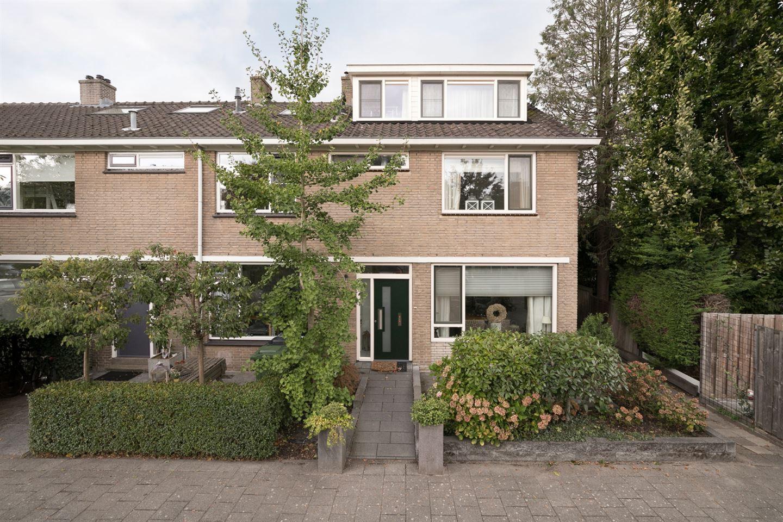 View photo 2 of Stuivingastraat 17