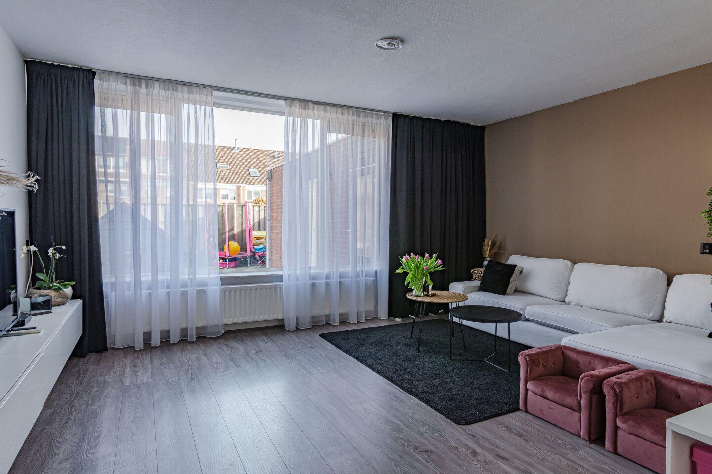 Bekijk foto 3 van Middenhof 236