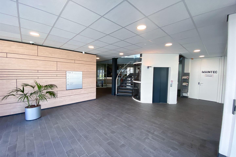 Bekijk foto 2 van K.P. van der Mandelelaan 100