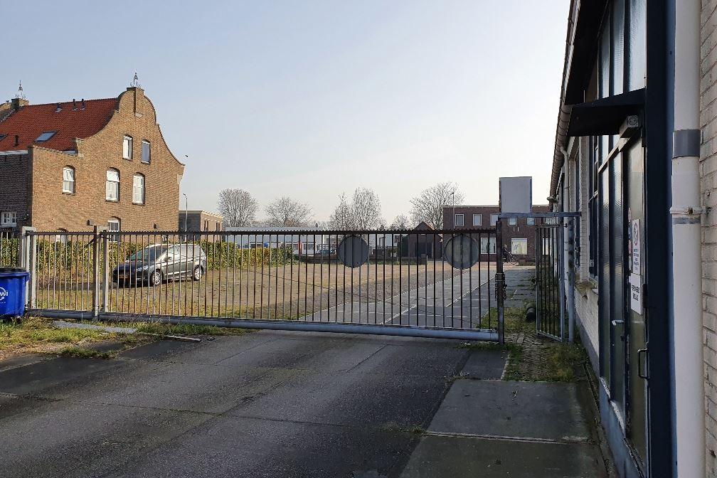 Bekijk foto 2 van Bredaseweg 14
