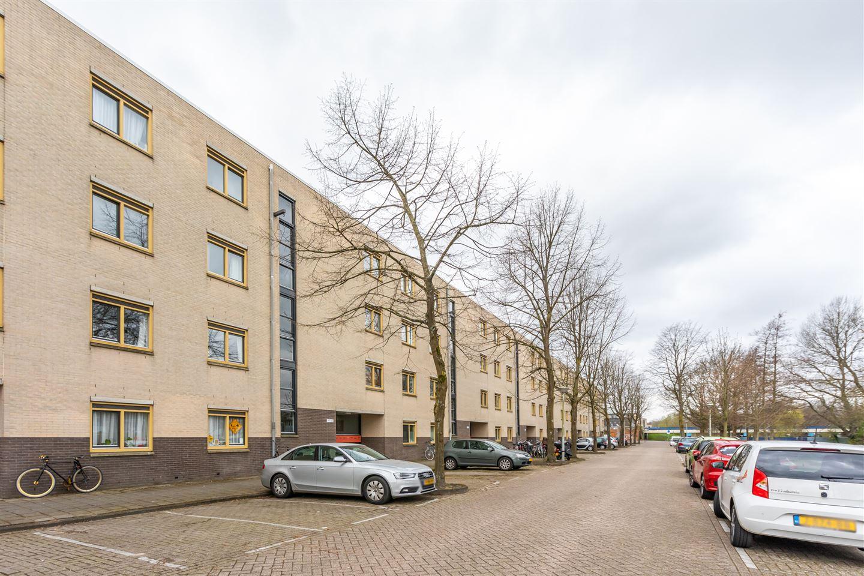 Bekijk foto 2 van Marjoleinstraat 59