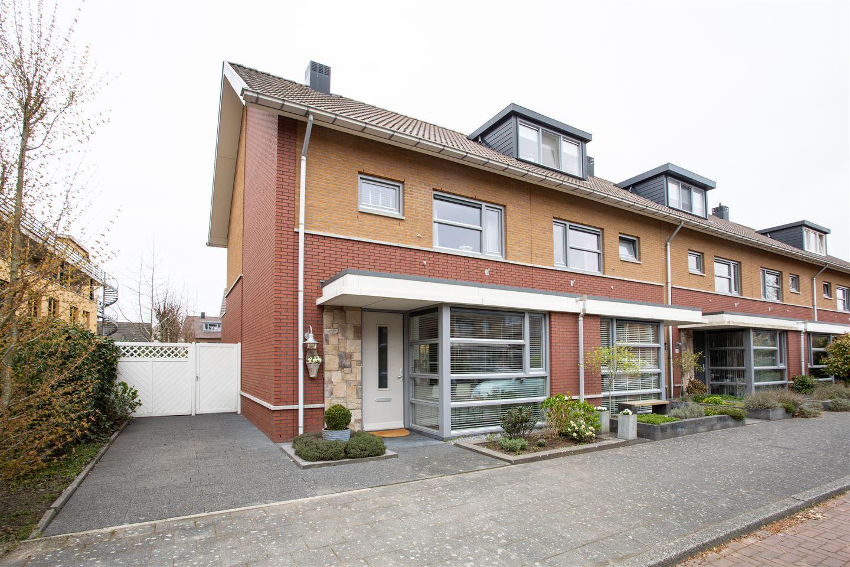 Bekijk foto 1 van Joan van Broekhuizenlaan 39