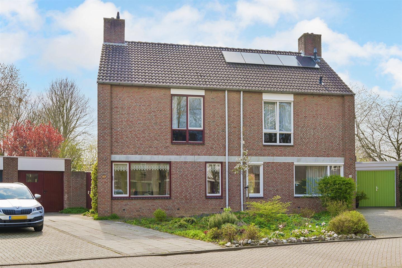 View photo 1 of Boksdoorn 17