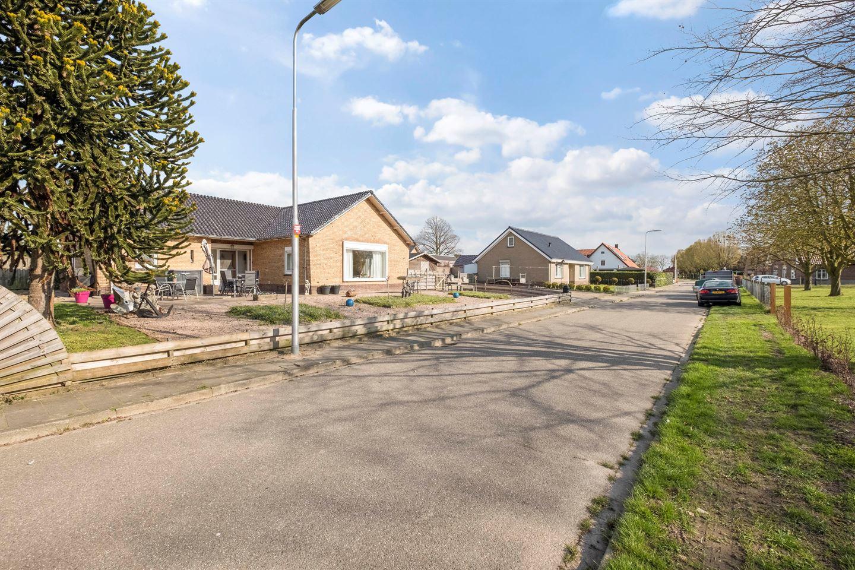 Bekijk foto 2 van Leutsestraat 2 c