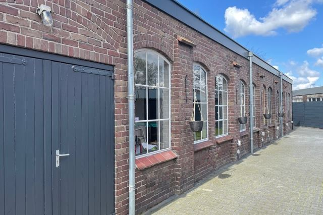 Bekijk foto 2 van Roestenbergstraat 73