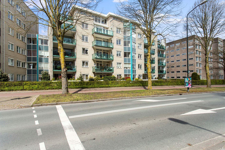 Bekijk foto 1 van Burgemeester Des Tombeplein 29