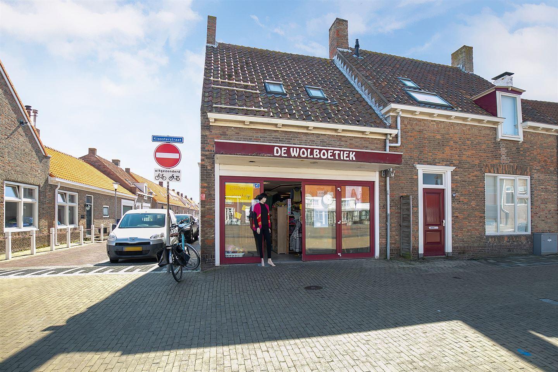 View photo 1 of Markt 90