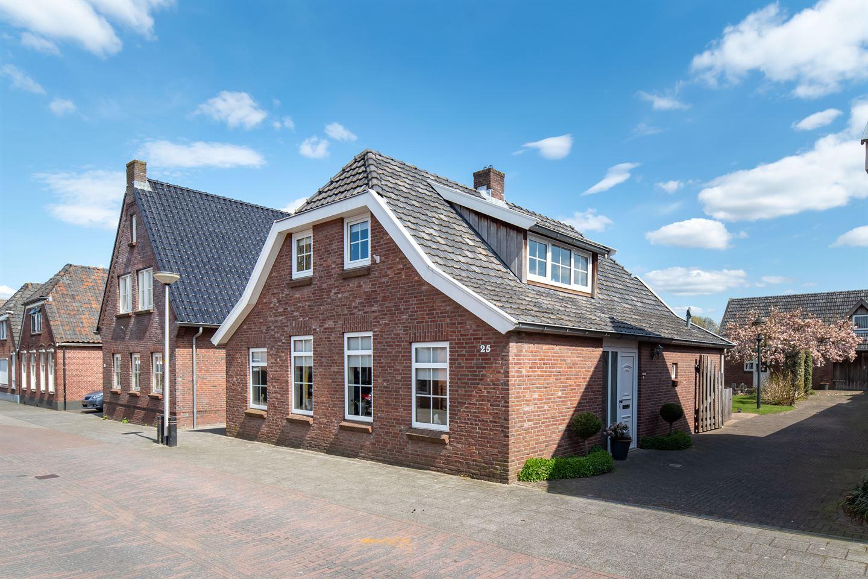 Bekijk foto 3 van Van den Broekestraat 25