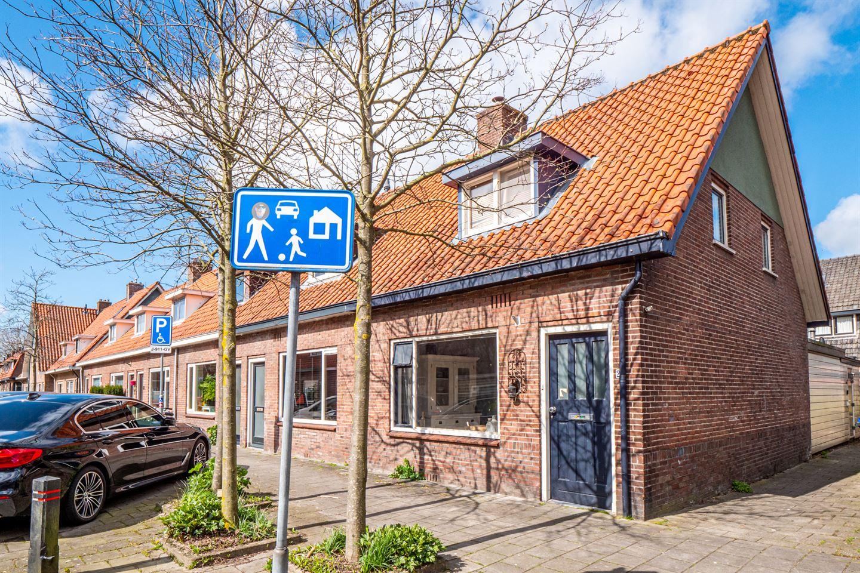 Bekijk foto 2 van Burgemeester Strick van Linschotenstraat 2