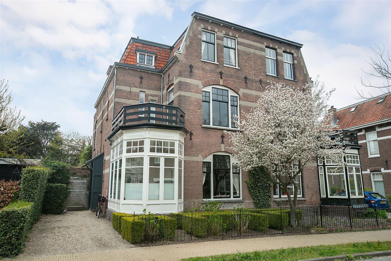 Bekijk foto 2 van Johan van Oldenbarneveltlaan 22