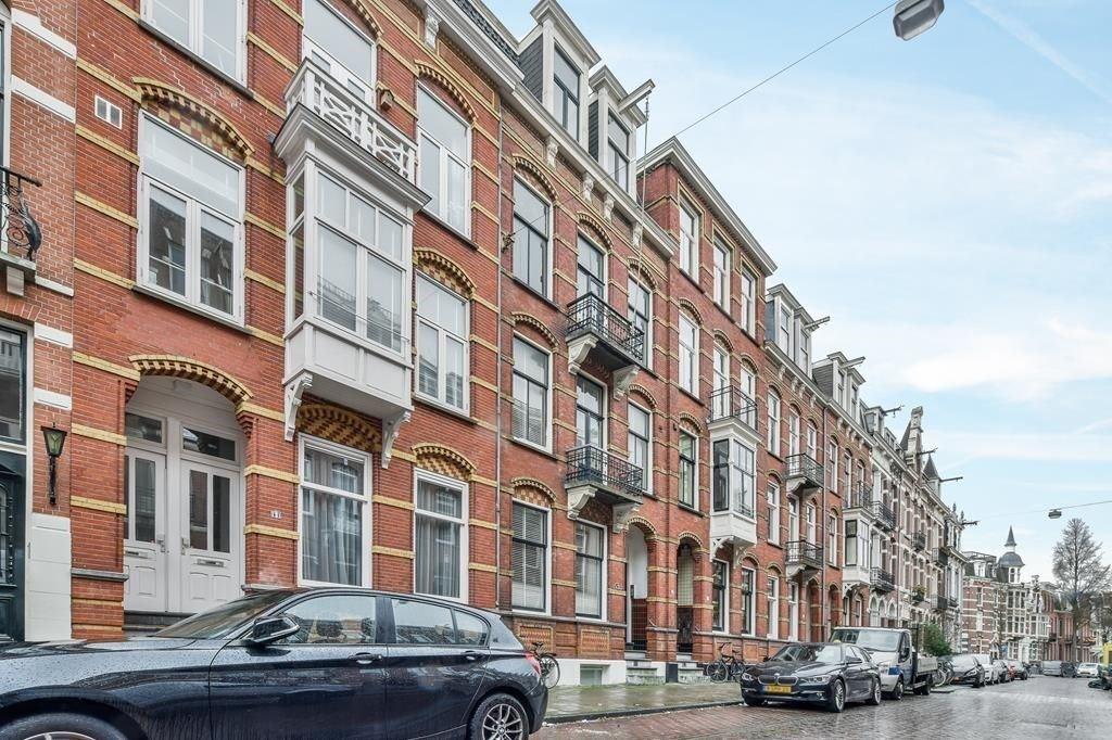 Bekijk foto 1 van Van Eeghenstraat 43 I