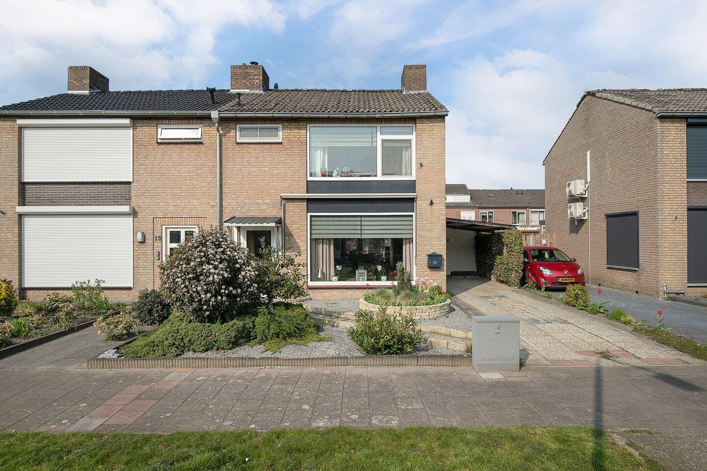 Bekijk foto 1 van Pater Bleijsstraat 15