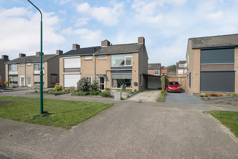 Bekijk foto 2 van Pater Bleijsstraat 15