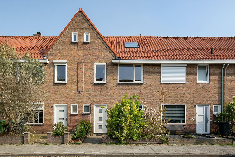 Bekijk foto 1 van Bergen op Zoomstraat 28