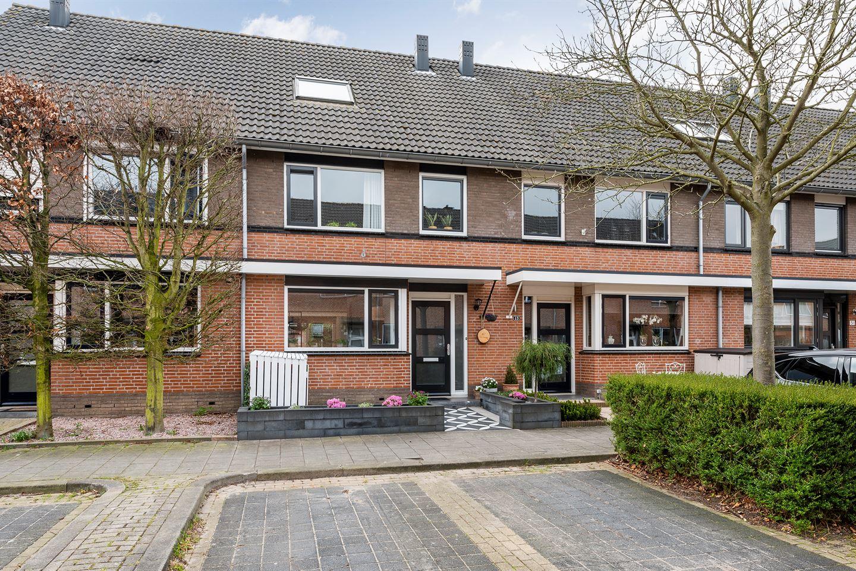 Bekijk foto 1 van Nicolaas van Puttenstraat 47