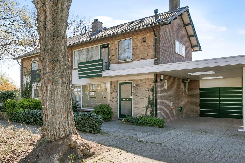 Bekijk foto 1 van Van Veldekestraat 3